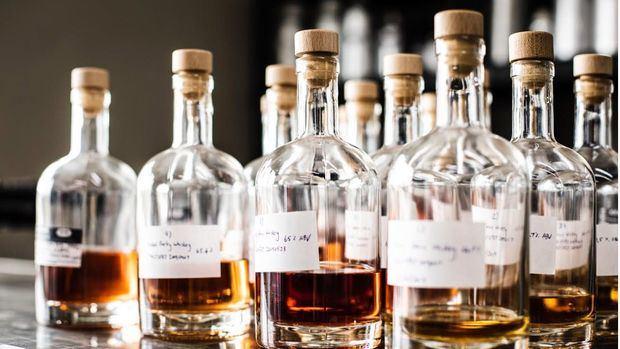 Entidad internacional pide a gobiernos del mundo reconsiderar restricciones para venta y consumo de bebidas alcohólicas