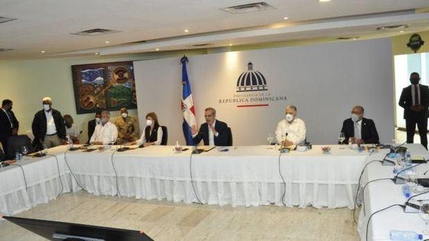 Abinader anuncia una extensión de la UASD y un Palacio de Justicia en SDE.