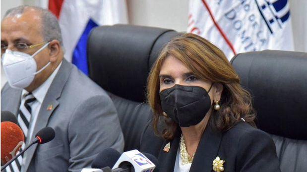 Viceministra de Salud Colectiva, Jvelisse Acosta junto a Plutarco Arias.
