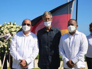 Román E. Caamaño, director general del IDAC; Volker Pellet, embajador de Alemania y Víctor Pichardo, director del Departamento Aeroportuario.