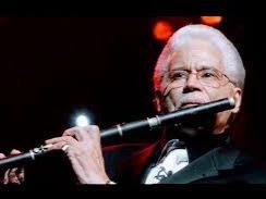Johnny Pacheco y su flauta.