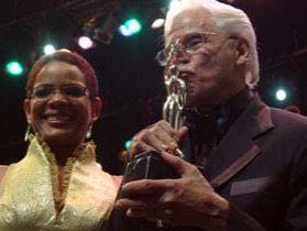 Marivell Contreras junto a Johnny Pacheco.