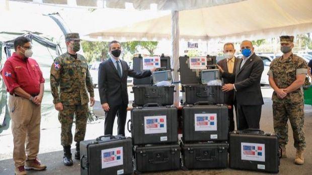 Embajada de EE.UU en RD dona ocho ventiladores en apoyo a la lucha contra el COVID-19