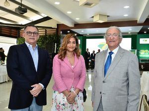 Gabriel Castro, Rosa Medrano y Julián Serulle.