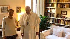 Sobreviviente del holocausto Edith Bruck junto al Papa Francisco.