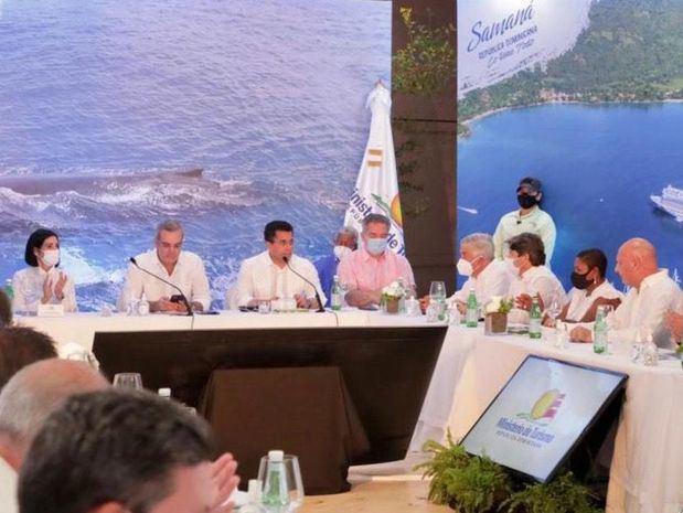 Presidente Abinader anuncia relanzamiento del turismo en Samaná.