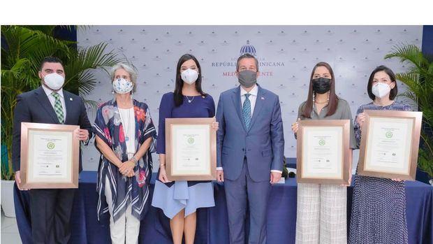 Banreservas recibe certificación de Sostenibilidad 3R's en cuatro oficinas