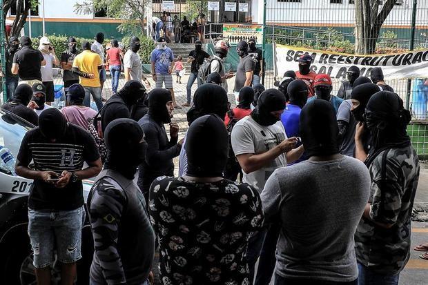 Bolsonaro autoriza el uso de las Fuerzas Armadas en el estado con una revuelta policial