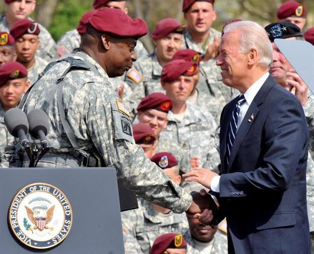 Biden planea nominar a un general retirado negro como jefe del Pentágono