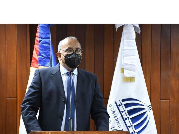 Exministro de Salud Pública dice salió del cargo con