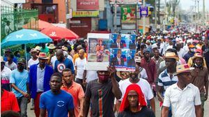 Personal médico y habitantes participan en una protesta el domingo en Puerto Príncipe
