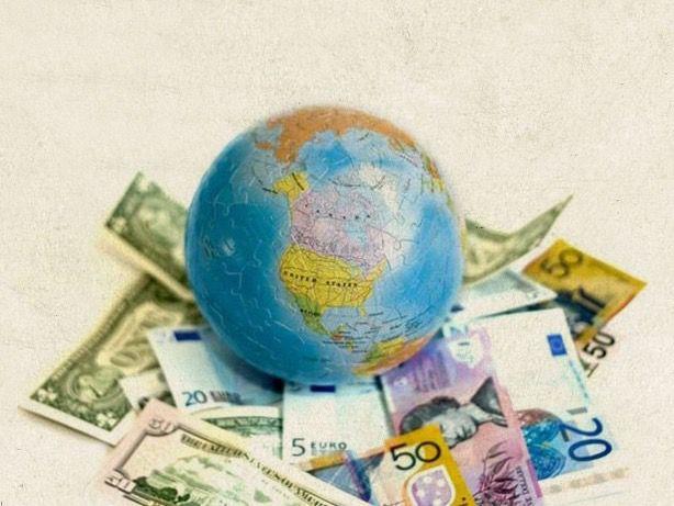 La economía global ve atisbos de esperanza al cumplirse un año de la pandemia.
