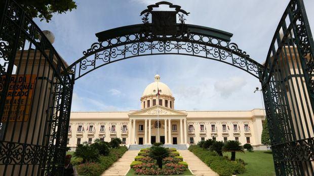 Presidente Abinader desvincula a 181 funcionarios adscritos a la Cancillería y el Servicio Exterior