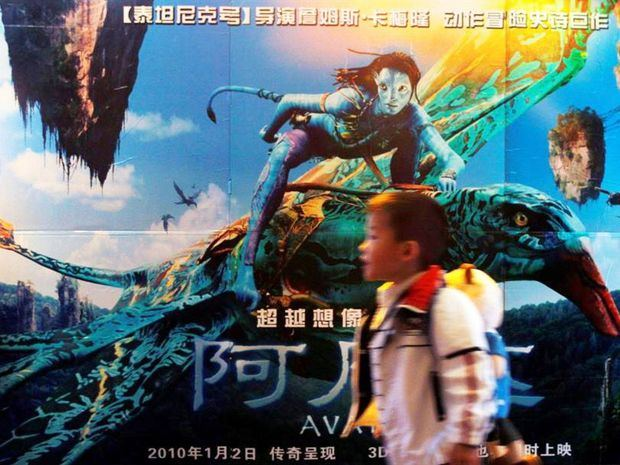 Avatar, la superproducción de 2009 del cineasta canadiense James Cameron, ha vuelto a estrenarse en China, donde el público está acudiendo en masa a los cines tras la relajación de las medidas de confinamiento por el coronavirus.