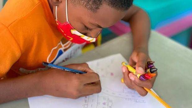 Los niños y niñas han perdido más de la tercera parte de su año escolar a causa de la pandemia.