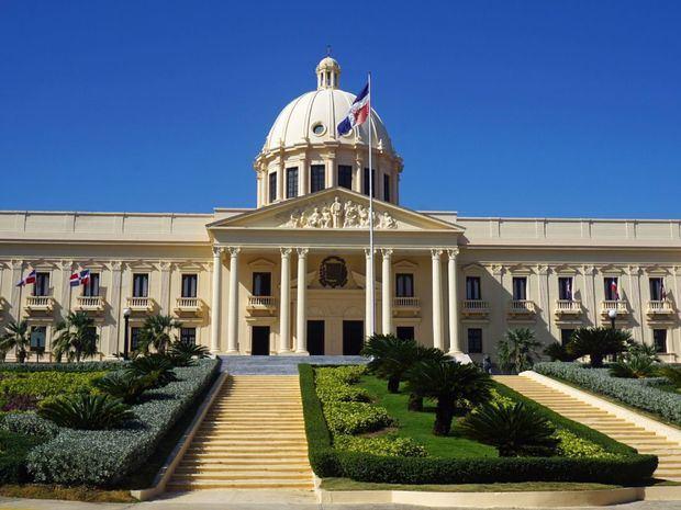 Poder Ejecutivo designa una comisión de abogados para tratar el Código Penal