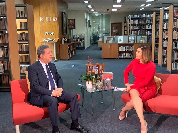 "Elianta Quintero estrenó ""Conectados"" con controversial entrevista a Leonel Fernández"