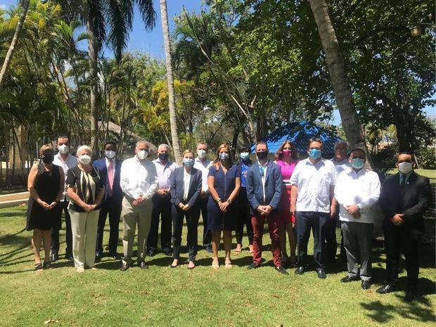 Cámara de Comercio de Puerto Plata recibe embajadora de Canadá con representantes del sector turístico