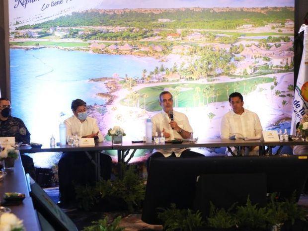 Abinader asegura se han recuperado 40,000 empleos en el sector turismo