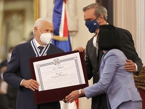 Víctor Manuel 'Manolín' Báez, quien recientemente fue condecorado por el Presidente Luis Abinader con la Orden de Duarte, Sánchez y Mella.