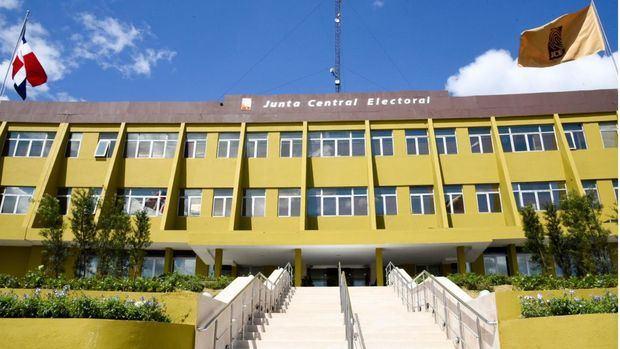 """JCE realiza seminario virtual """"Retos y desafíos de mujeres líderes en la política"""