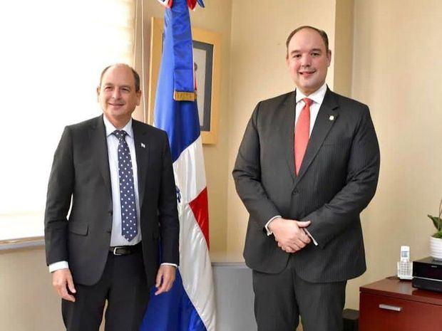 Embajador de Israel realiza visita de cortesía al senador José del Castillo