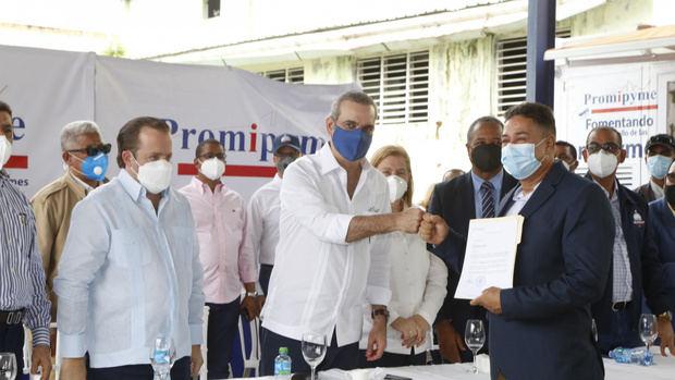 """Presidente Luis Abinader: """"Este es el Gobierno de las MIPYMES y el microcrédito"""""""
