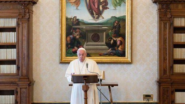 El papa denuncia que las mafias están explotando la pandemia