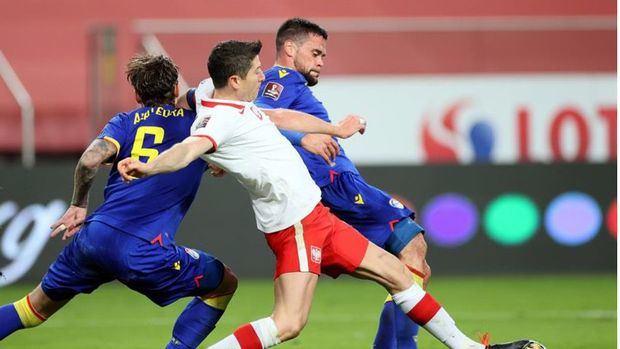 Polonia se enfrenta a Inglaterra debilitada por la baja de Lewandowski