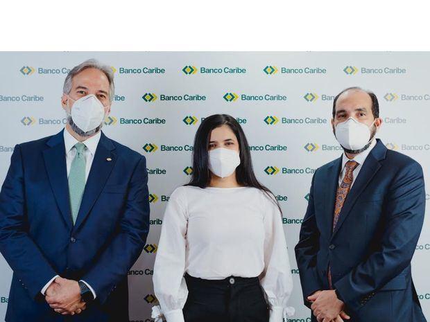 Dennis Simó Álvarez, Karina Vasquez y Ramón Estevez.