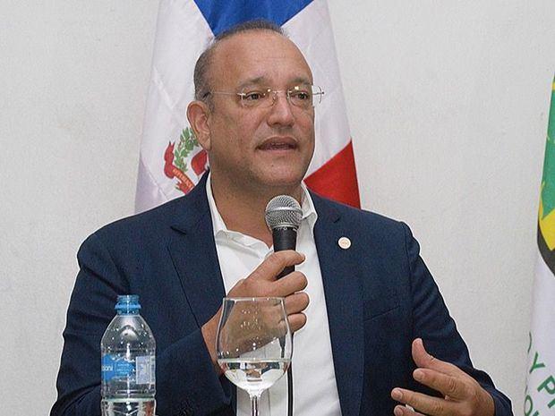 Ulises Rodríguez felicita periodistas y destaca su rol en la construcción de la democracia dominicana