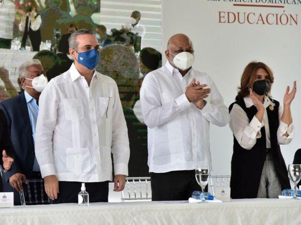 Presidente Abinader y Ministro Fulcar encabezan emotivo acto en Guerra.