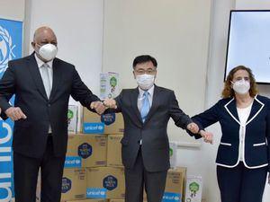 Roberto Fulcar, Lee Inho y Rosa Elcarte, representante de UNICEF.