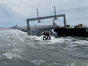 Barcaza cargada de alrededor de 12 mil toneladas de cenizas de carbón de la planta de AES de Puerto Rico, está encallada en las proximidades del Puerto de Jacksonville, Florida.
