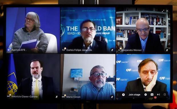 La presidenta de la agencia Efe, Gabriela Cañas; el vicepresidente del BM para América Latina, Carlos Felipe Jaramillo; yAlejandro Werner, director del Departamento del Hemisferio Occidental del FMI (de i a d, fila de abajo) el presidente del Banco Interamericano de Desarrollo, Mauricio Claver-Carone; el secretario ejecutivo adjunto de la CEPAL, Mario Cimoli; y Pablo Sanguinetti, vicepresidente de CAF-Banco de Desarrollo de América Latina son algunos de los participantes en el debate organizado por Efe con motivo del Foro Davos en Madrid.