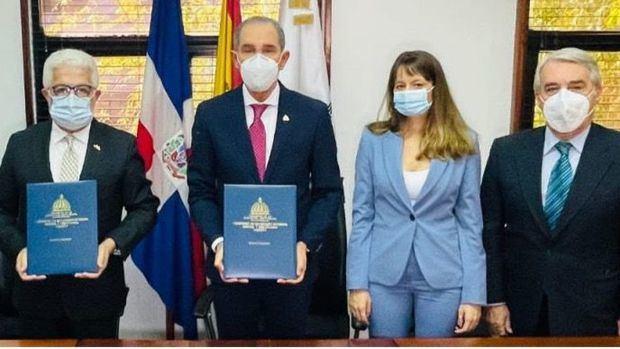 MESCYTRD y Cámara Oficial de Comercio de España firman acuerdo para facilitar inserción de becarios en el mercado laboral
