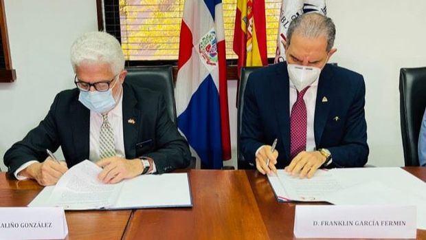 MESCYTRD y Cámara Oficial de Comercio de España firman acuerdo para facilitar inserción de becarios en el mercado laboral.