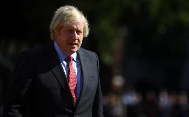 El primer ministro británico, Boris Johnson afirmó que sus 'pensamientos están con todos los afectados por este terrible incidente en Reading', al tiempo que agradeció la actuación de los servicios de emergencia.