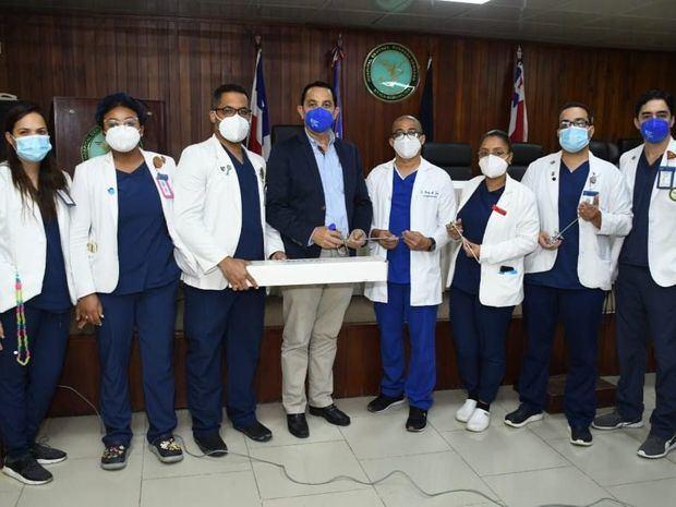 Dr. Pablo Mateo dona equipos a la residencia de Urología del Hospital Central de las Fuerzas Armadas