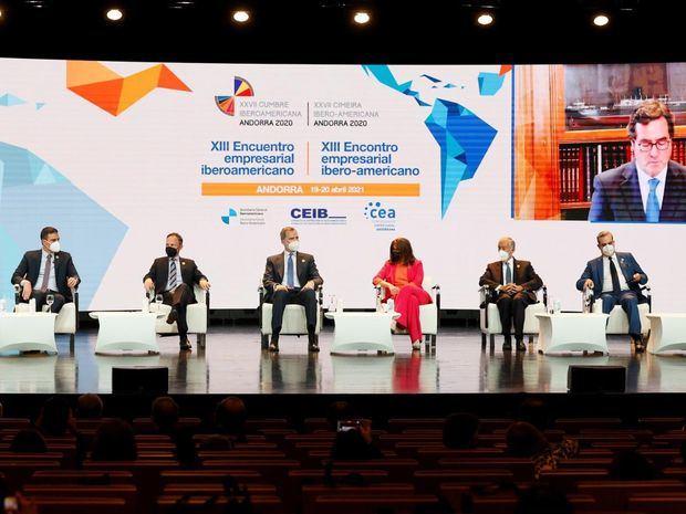 Mandatarios iberoamericanos piden unión para lograr una vacunación universal
