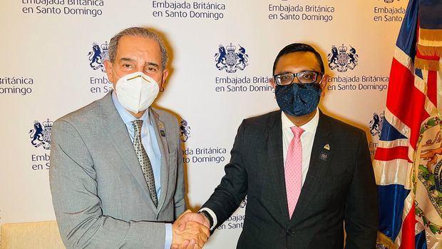 El Ministro del MESCYT, doctor Franklin García Fermín, y el embajador británico en el país, Mockbul Ali, resaltaron el impacto de la firma del convenio específico.