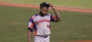 En la imagen, el lanzador dominicano Wirfin Obispo.