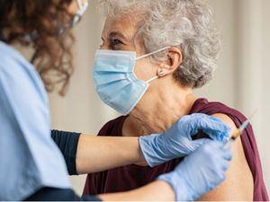 Amplían la vacunación a los mayores de 60 años.