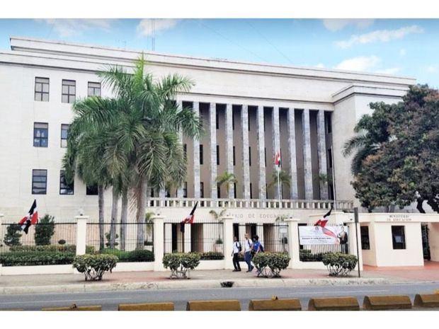 Educación suspende la docencia semipresencial en ocho municipios por covid-19