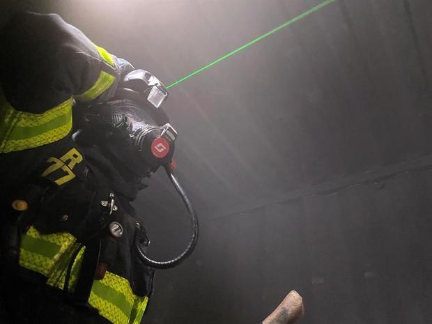 Cascos láser para ver entre el humo: los bomberos