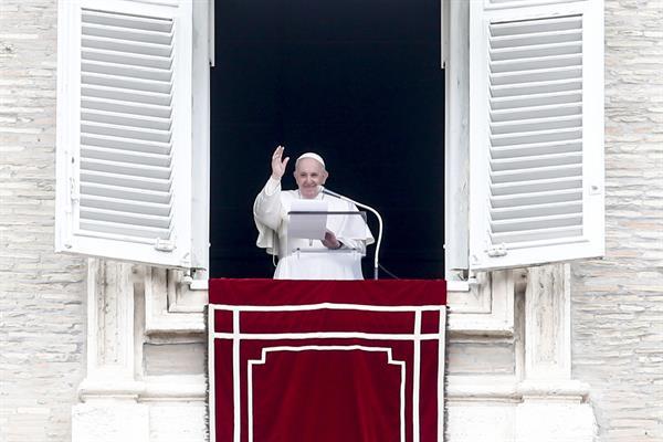 El papa recuerda a las mujeres víctimas de violencia: