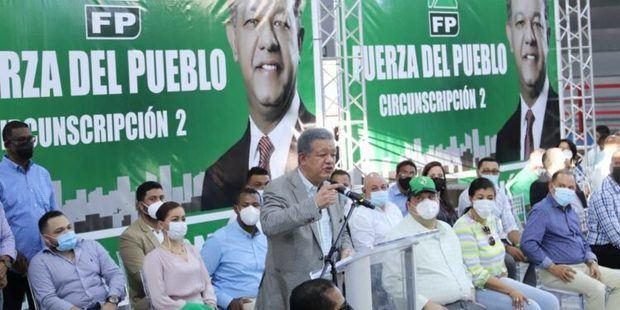 Leonel Fernandez califica de memorable jornada de visita de tres días a Santiago