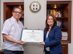 El Arq. Miguel Fiallo Calderón y la Dra. Denise Núñez.