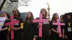 El presidente Enrique Peña Nieto, instó hoy a sus compatriotas a llevar a cabo una ''lucha frontal'' contra el ''machismo arraigado'' en el país, durante la conmemoración del Día Internacional de la Mujer, en la que lanzó un programa para capacitar y empoderar a las mujeres en la política.