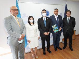 De izquierda a derecha, los señores Aníbal de Castro, Biviana Riveiro, Christopher Paniagua, Zurab Pololikashvili y Rafael Blanco Tejera.